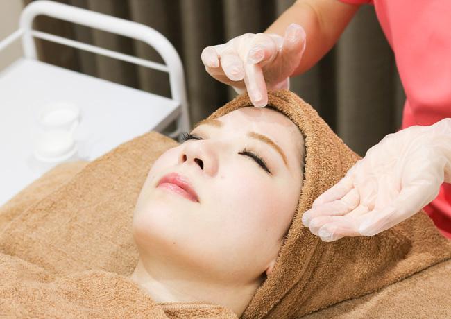 大西メディカルクリニックの美肌治療 ニキビケアに効果的なピーリング施術写真